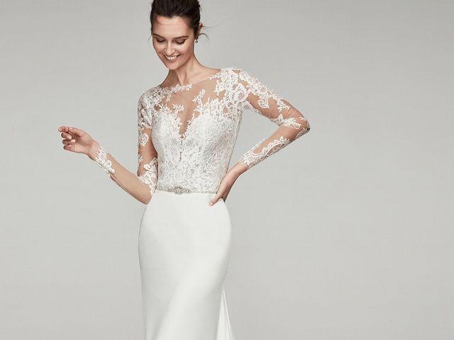 Vestidos de novia con escote ilusión 2019: tendencias que te harán brillar