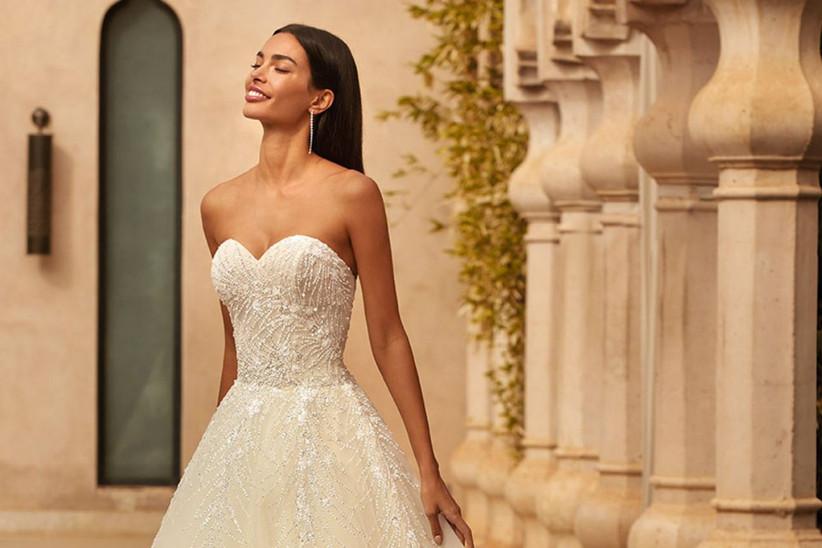 Tendencias en vestidos de novia escote corazón 2021: ¡encanto que enamora!