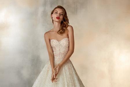 Vestidos de novia 2020 con escote corazón: 50 diseños inspirados en divas ¡cómo tú!