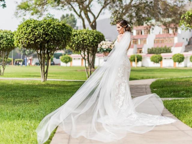 La primera prueba del vestido: 9 secretos que toda novia debe conocer