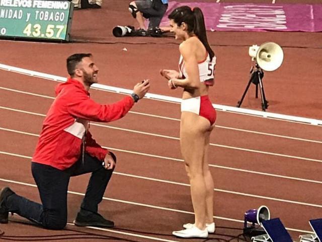 La romántica pedida de mano a la atleta Paola Mautino en los Juegos Panamericanos