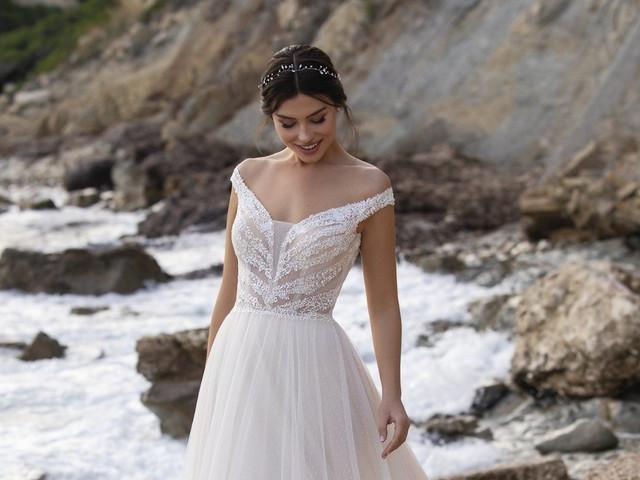 El escote mega trendy del 2021 en vestidos de novia: ¡hombros caídos!