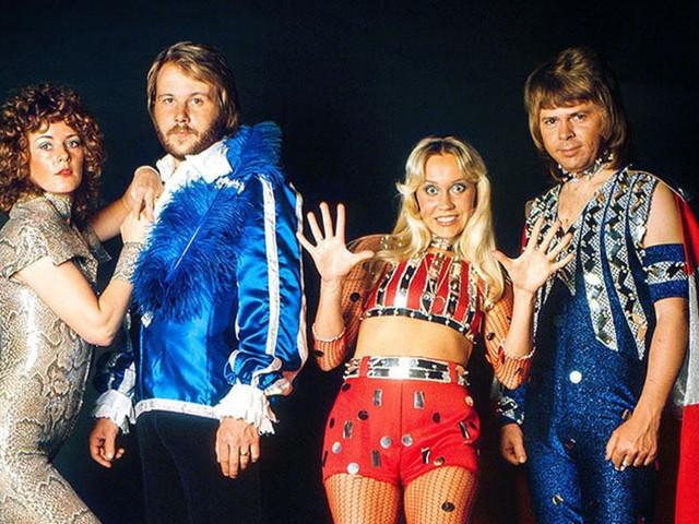 Musicalicen su matrimonio con las mejores canciones de ABBA