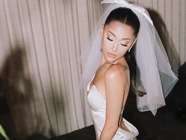 Copy look: triunfa como Ariana Grande con un vestido de novia ¡espectacular!