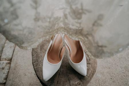Zapatos blancos de novia 2021: hechos ¡a la medida de tus sueños!