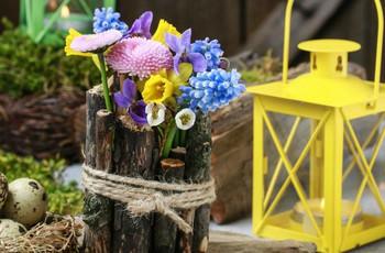 Centros de mesa rústicos DIY con cortezas y flores: ¡sigue el paso a paso!