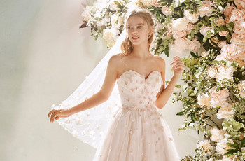 Look de novia con toques en color rosa ¡magia en tu outfit bridal!