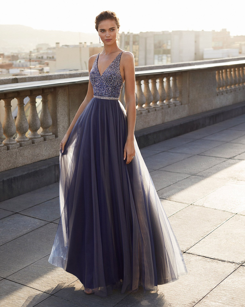 vestido largo de fiesta escote V brillante Marfil Barcelona