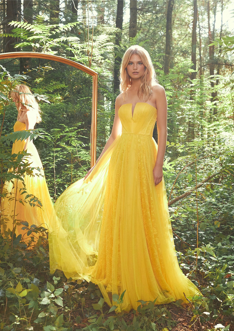 vestido de fiesta amarillo matrimonio en primavera