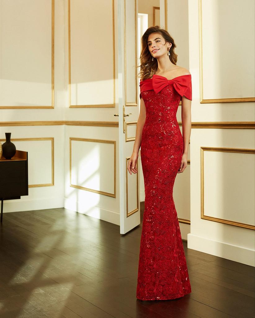 vestido largo de fiesta rojo con adorno lateral Marfil Barcelona