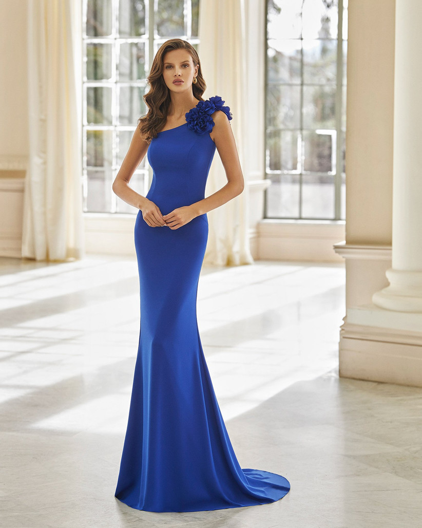 vestido largo de fiesta azul con escote asimetrico Aire Barcelona