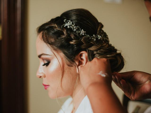 25 moños bajos para tu matrimonio: un peinado atemporal inspirado en reinas