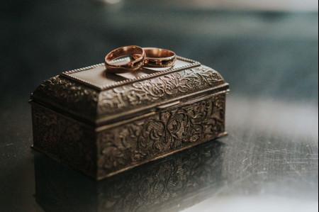 ¿Campo, playa, elegante, vintage o romántico?: 23 ideas para elegir su porta aros según el estilo de su boda