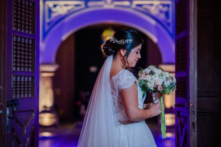 La tradición de los 4 elementos: ¡algo viejo, nuevo, prestado y azul en tu outfit de novia!