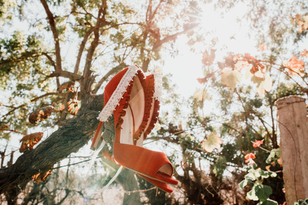 25 zapatos de novia 2020 a todo color