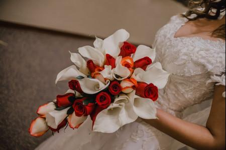 Bouquets de novia en cascada: 22 propuestas espectaculares ¡elige el tuyo!