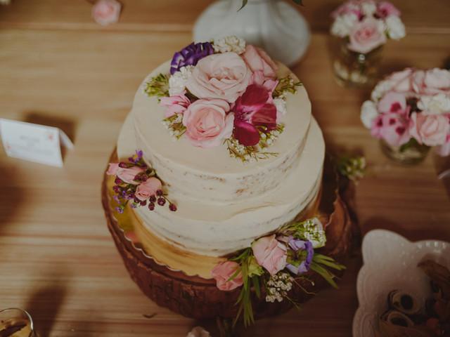 Decoración de tortas para matrimonio con flores naturales. ¡Así deben incluirlas!