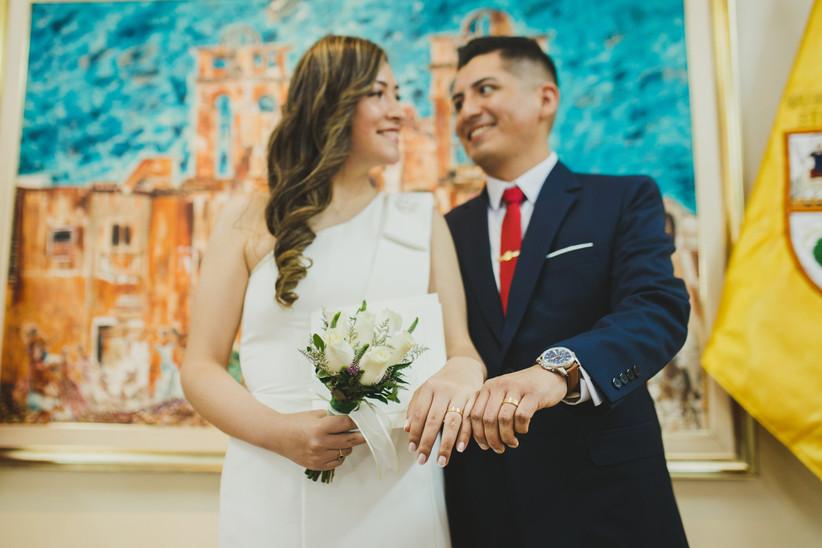 pareja matrimonio civil en municipalidad