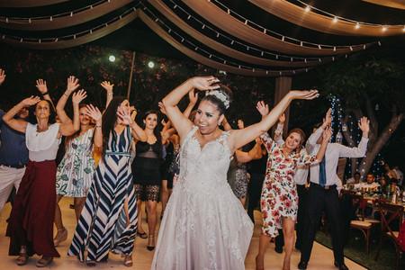 Música disco para su boda: 40 mejores canciones ¡diversión total!