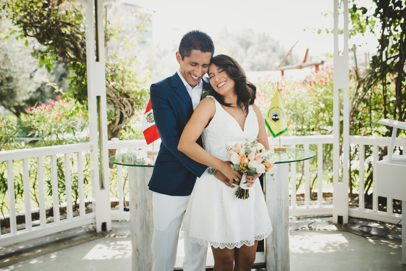 pareja matrimonio civil al aire libre