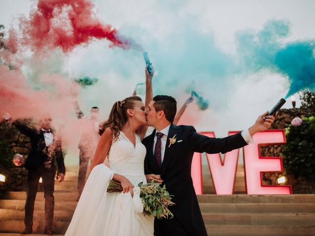 Bengalas de humo de colores para matrimonio ¡Este es el efecto fantasía que estaban buscando!
