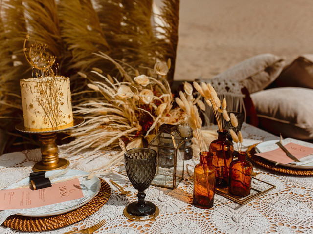 Frascos y botellas de vidrio como decoración de matrimonio, ¿se imaginan?