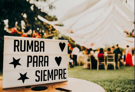 55 formas súper creativas para decorar su matrimonio con carteles o letreros