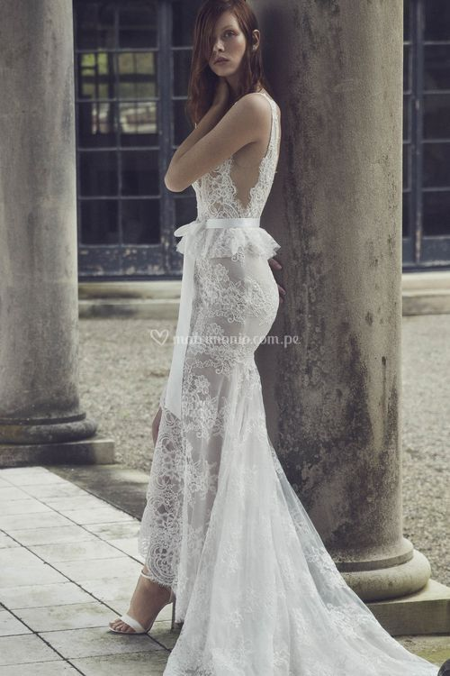 Regina, Monique Lhuillier