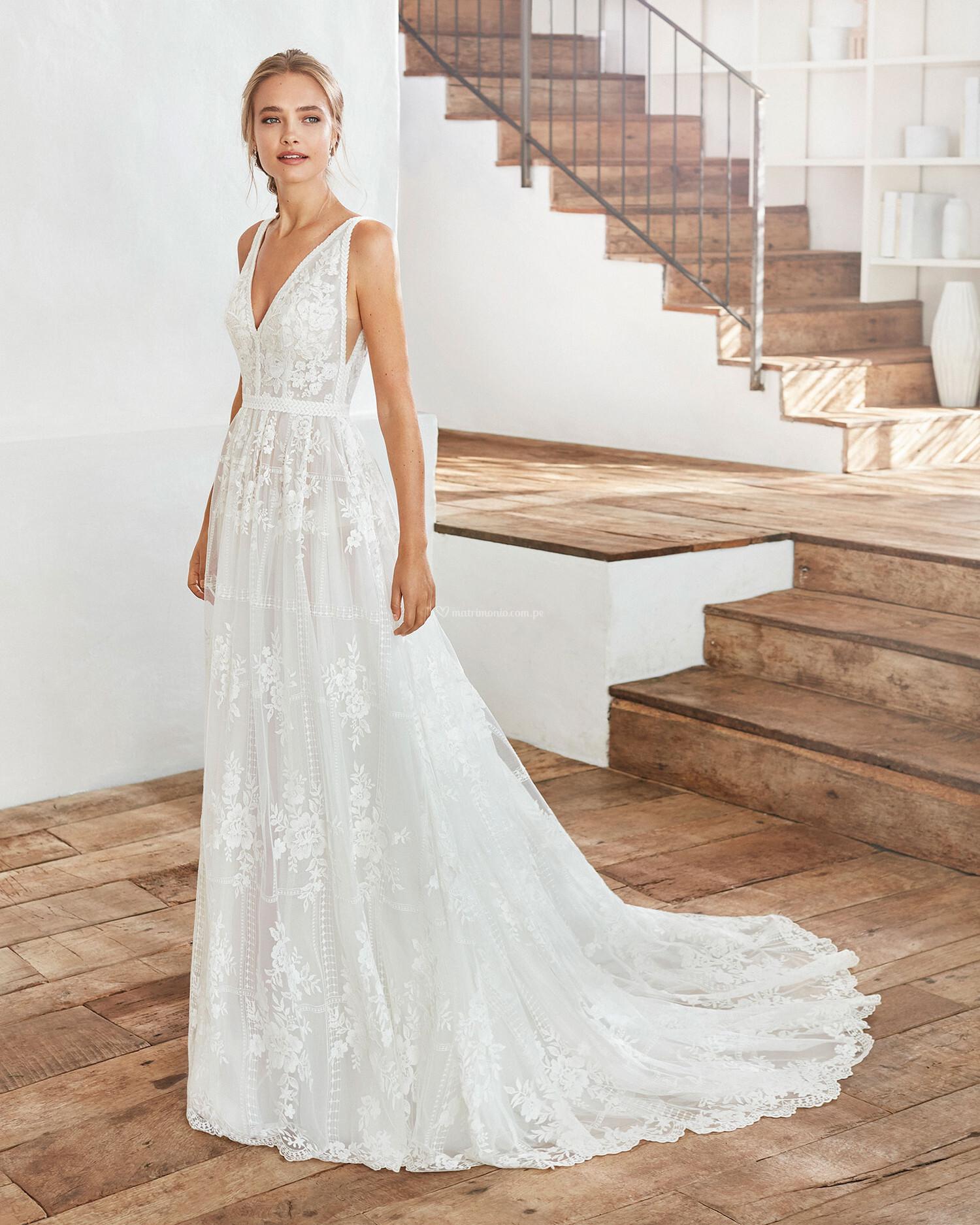 Los aretes para este vestido son _____ 1