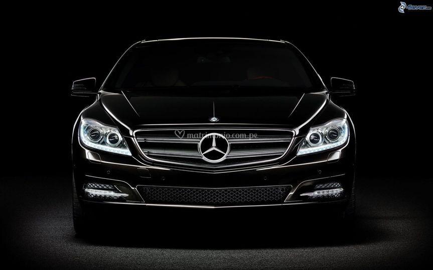Mercedes benz negro
