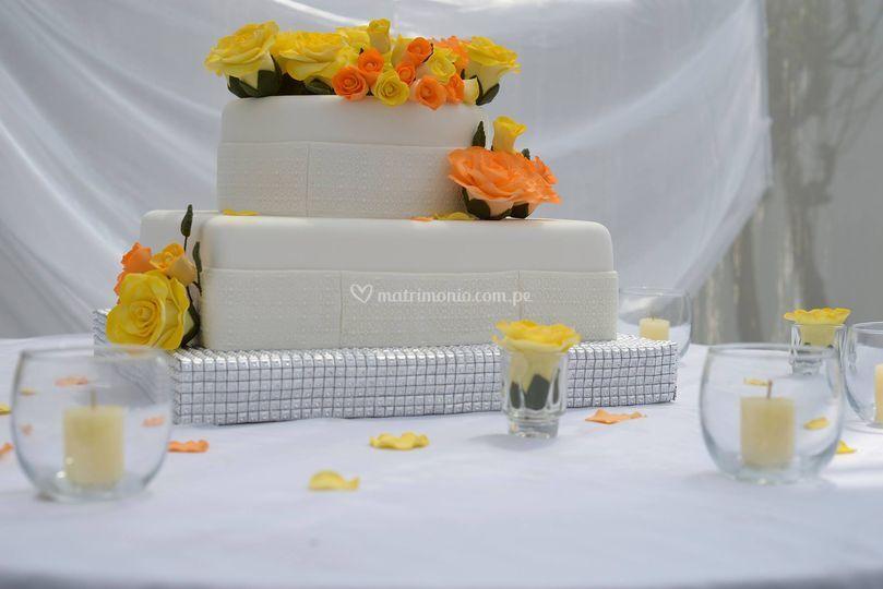 Torta matrimonio de Isabel Postres y Banquetes