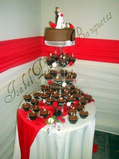Torre cupcakes y torta
