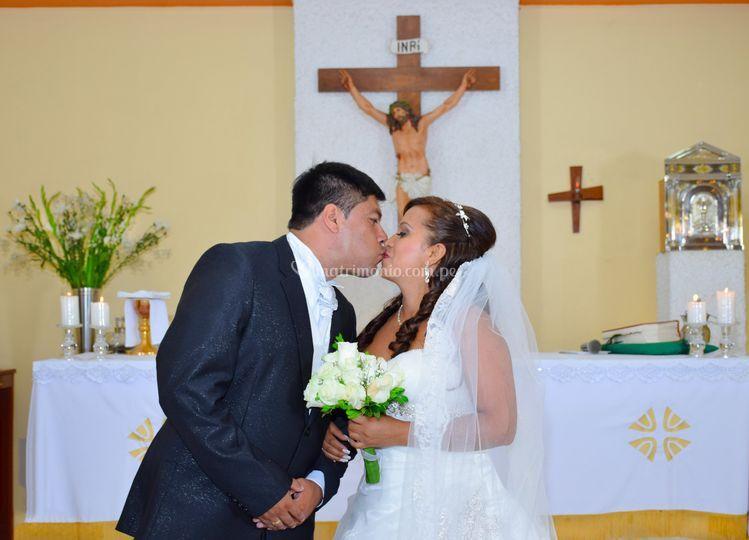 El beso de Recién casados.