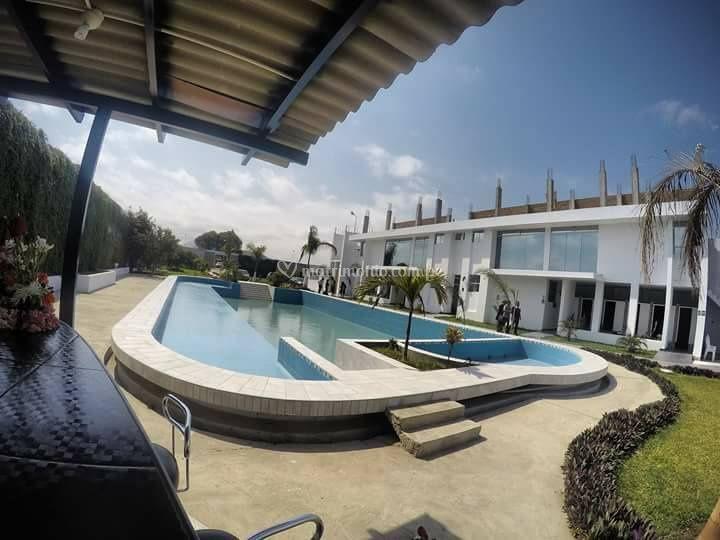 Salones con piscina