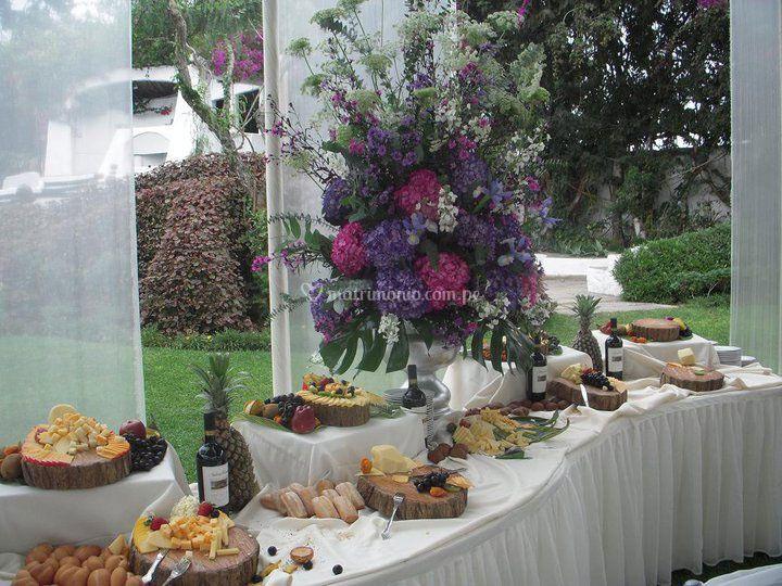 Mesa de quesos y vinos