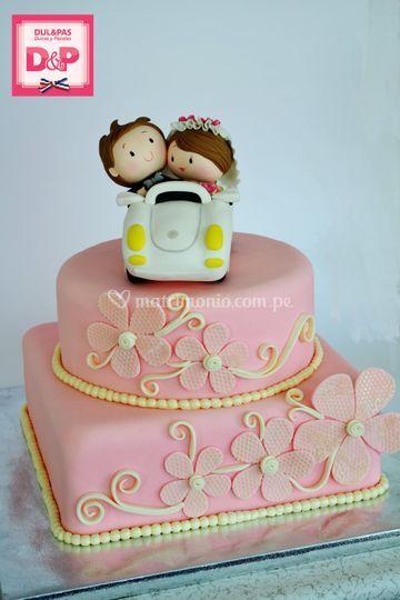 Torta de 2 pisos con muñecos