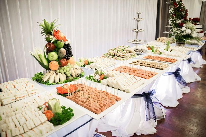Mesa de quesos y fruta