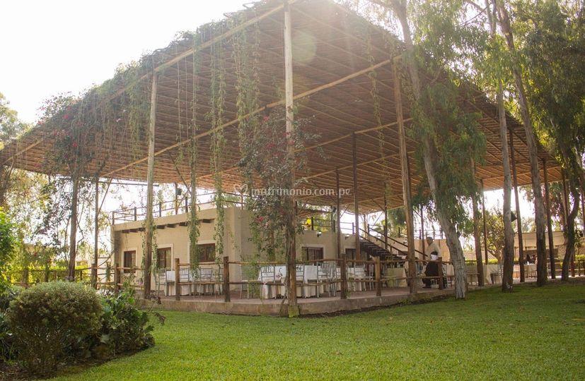 Jardin este: el salon principal
