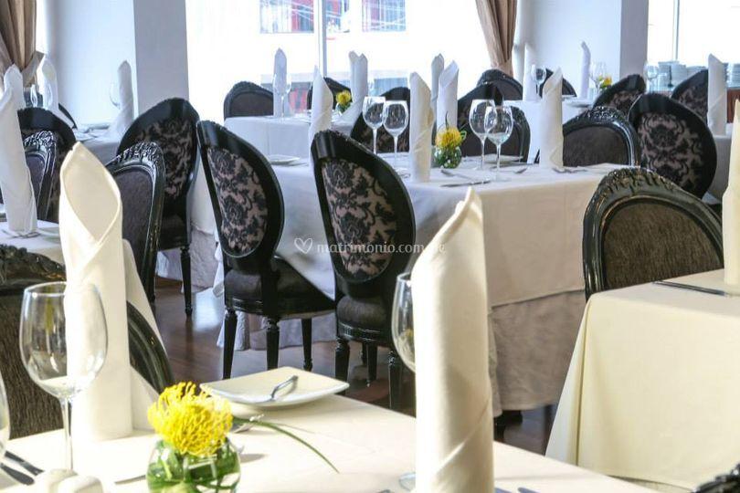 Detalle de las mesas de invitados