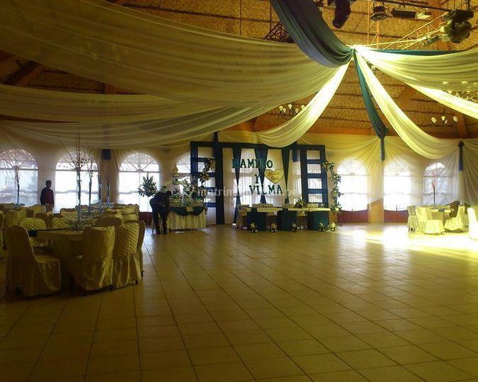 Amplio salón de Eventos Lusha Show