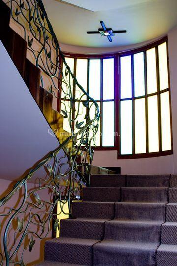 Escalera al salón