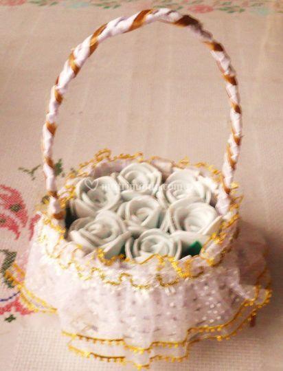 Canasta con rosas foamy