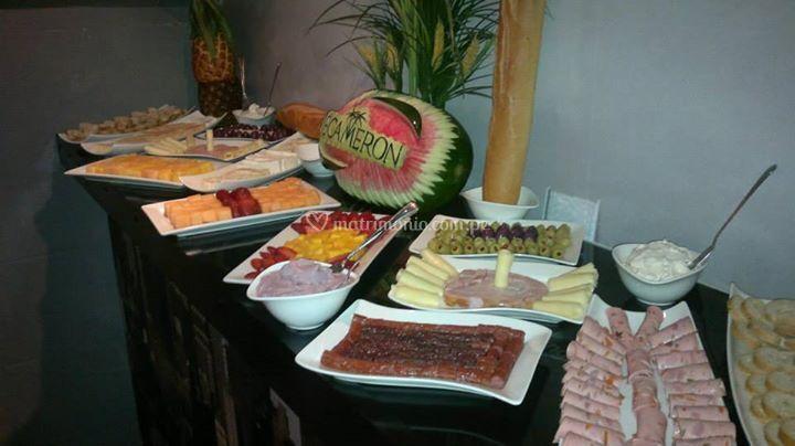 Mesa de frutas y quesos