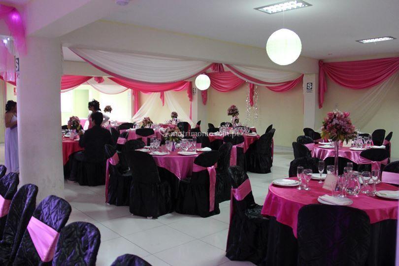 Salón en negro y rosa