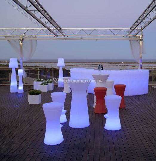 Mesas y sillas altas