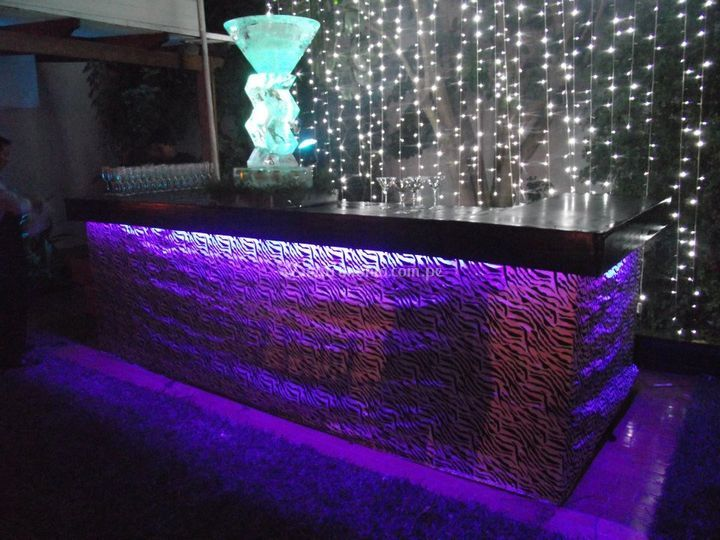 Bar con escultura