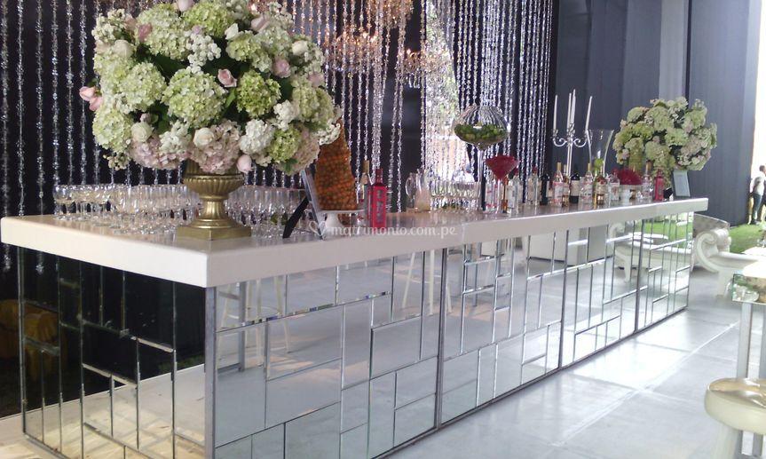 Bar con espejos