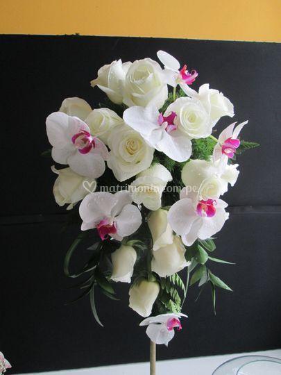 Bouquet alargado de orquídeas