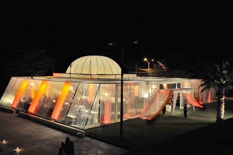 Excelente carpa iluminada de D' Valencia Eventos