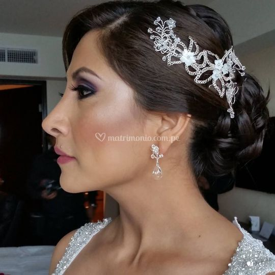 Maquillaje y peinado de Giovana Demarini Make Up Artist - Novias
